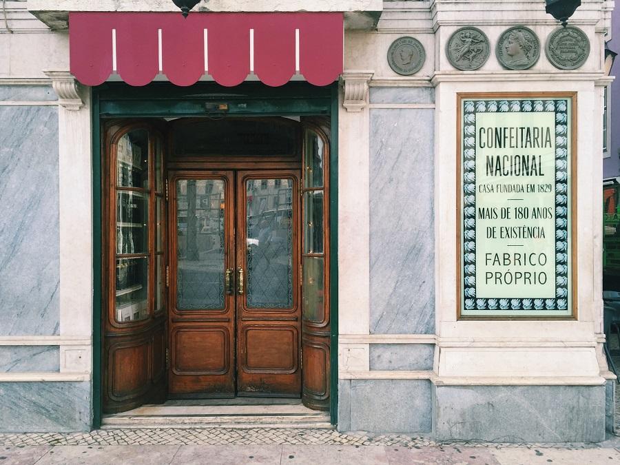 confeitaria nacional - pasteis de nata - lisbon - lisbona - photo credits by Thelostavocado.com