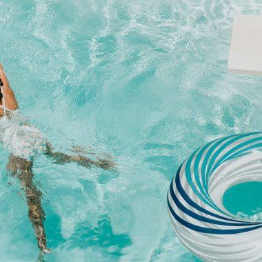 provence-pool-hotel-997308-unsplash