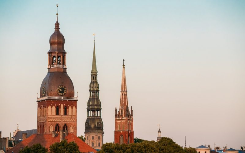 Riga Latvia. Close Three Towers Of Riga Cathedral, St. Peter's Cosa vedere a Riga Lettonia