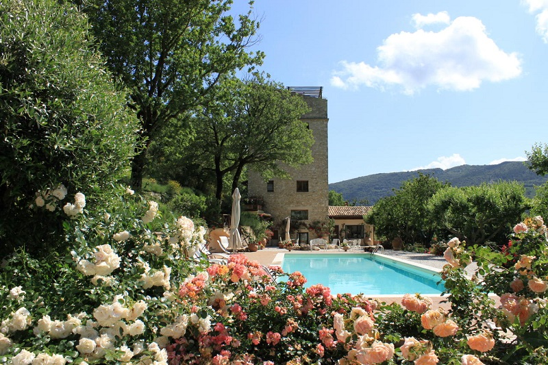 torre casa in umbria con piscina