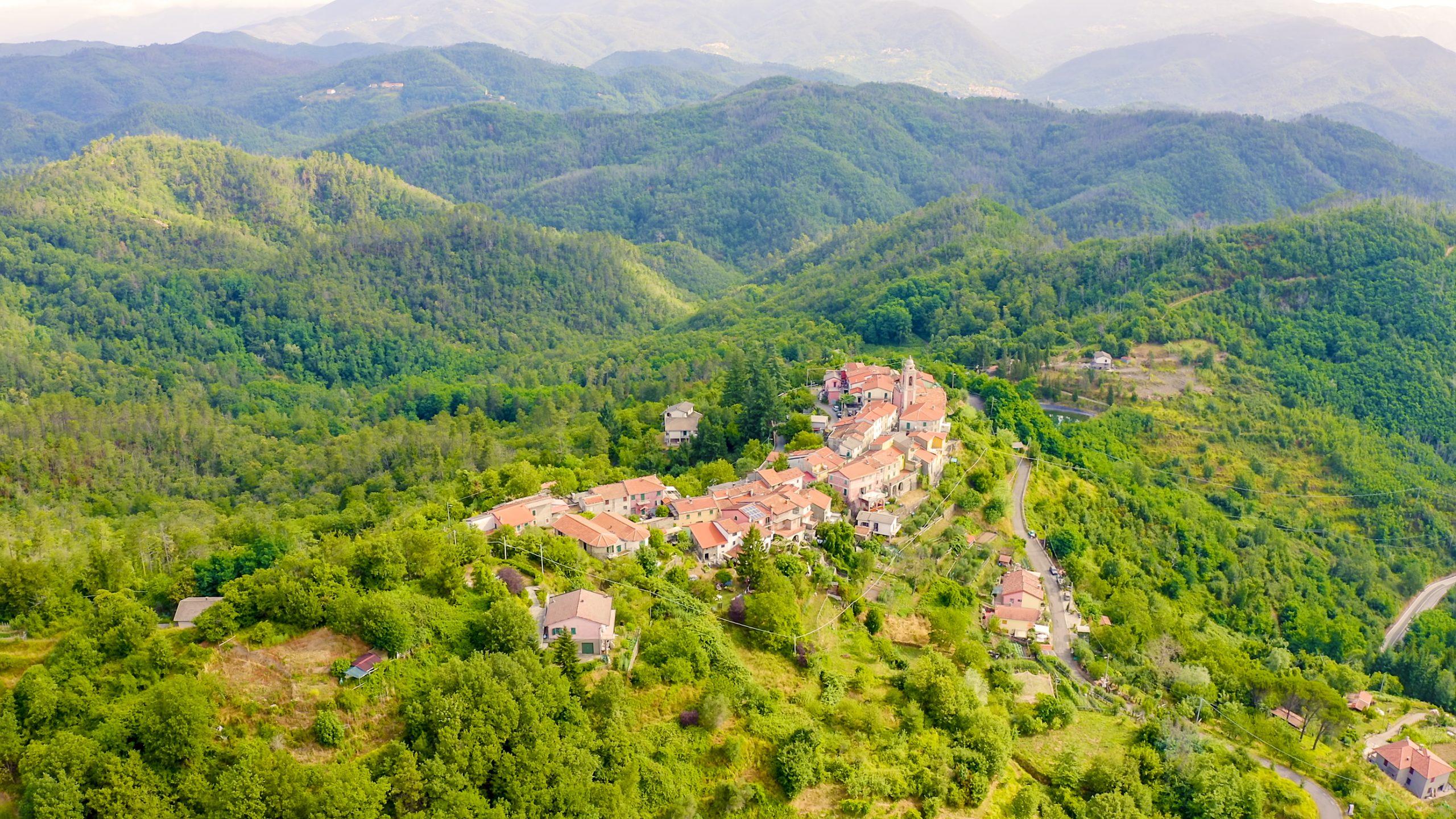 posti da vedere in italia carrodano-val-di-vara-liguria-shutterstock_1626367792
