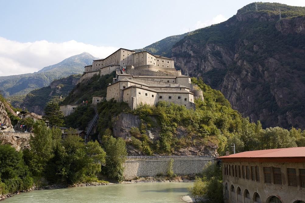 foto del castello di Bard in Valdaosta, tra i posti da vedere in Italia nel 2021