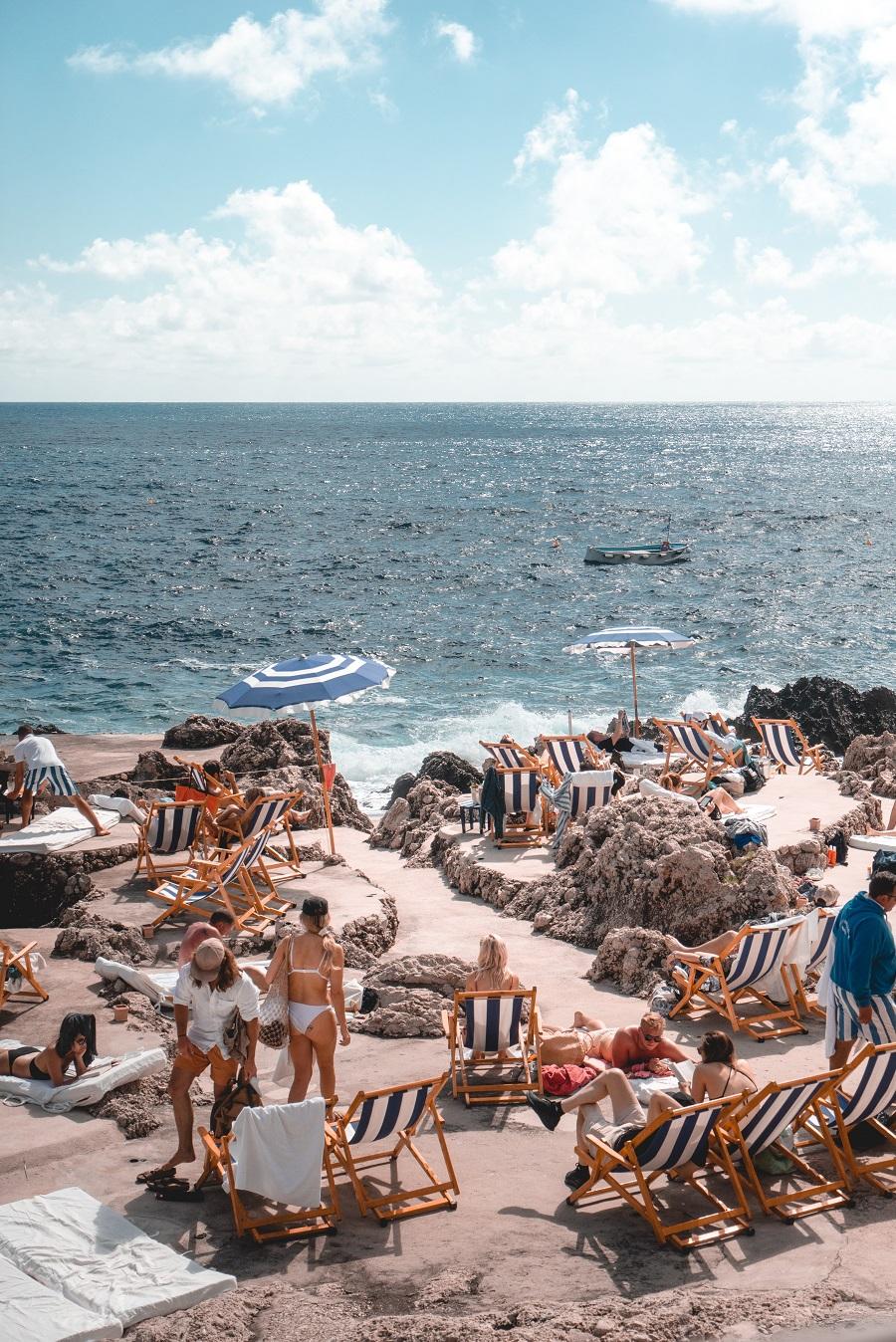 Foto della spiaggia di Capri, tra le cosa da vedere vicino Napoli