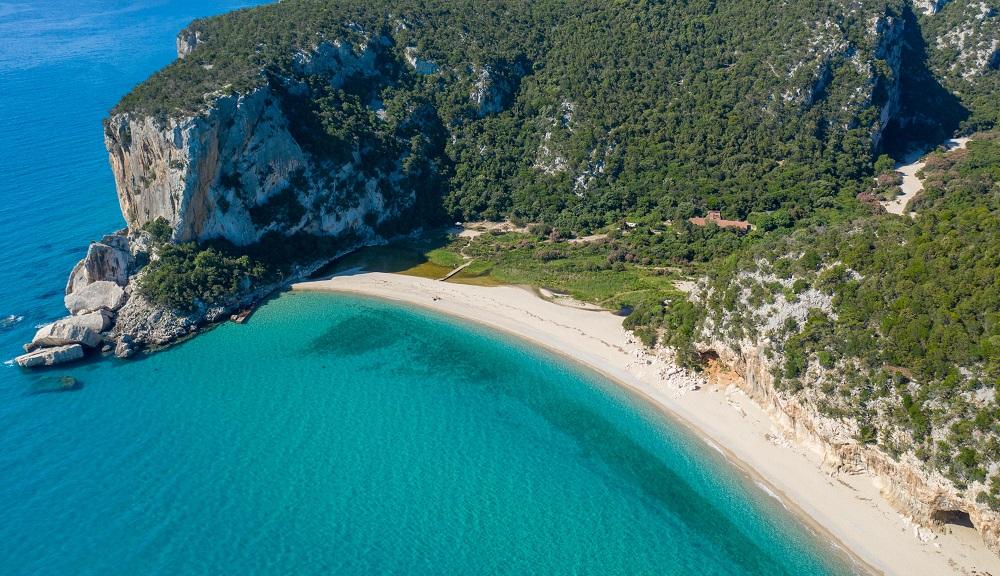 foto della spiaggia di Cala Luna, fra le spiagge più belle della Sardegna