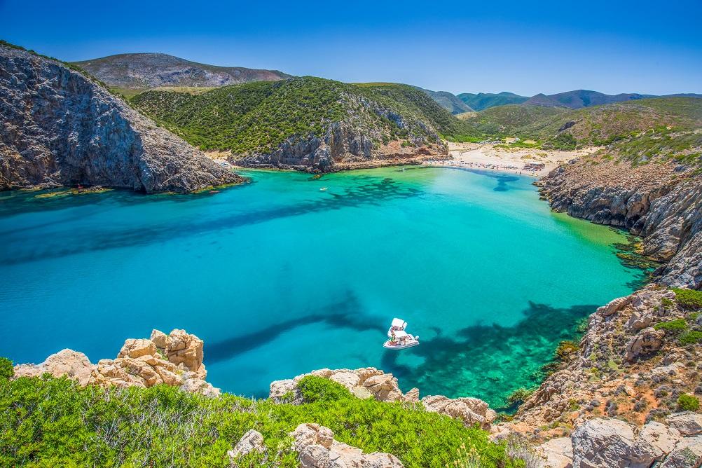 foto della spiaggia di Cala Domestica, fra le spiagge più belle della Sardegna