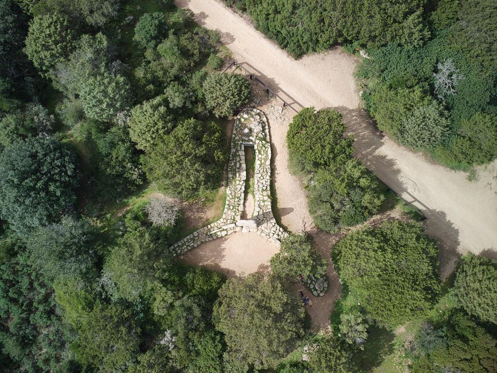 Tomba dei Giganti, Li Mizzani, Palau, nella lista dei posti più belli della Sardegna. Cosa vedere in Sardegna