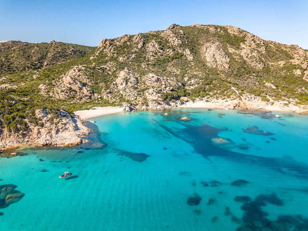 Foto della bellissima spiaggia La Corsara, Isola di Spargi, fra le spiagge più belle dell'Arcipelago della Maddalena