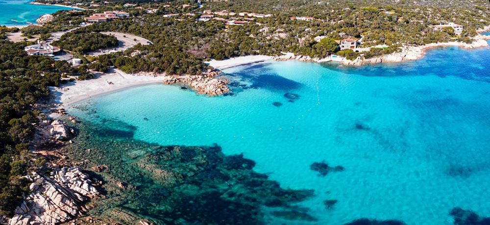 foto della spiaggia di Capriccioli, fra le spiagge più belle della Sardegna