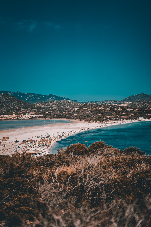 Immagine della spiaggia di Su Giudeu, tra le spiagge uniche in Italia e più belle in Sardegna