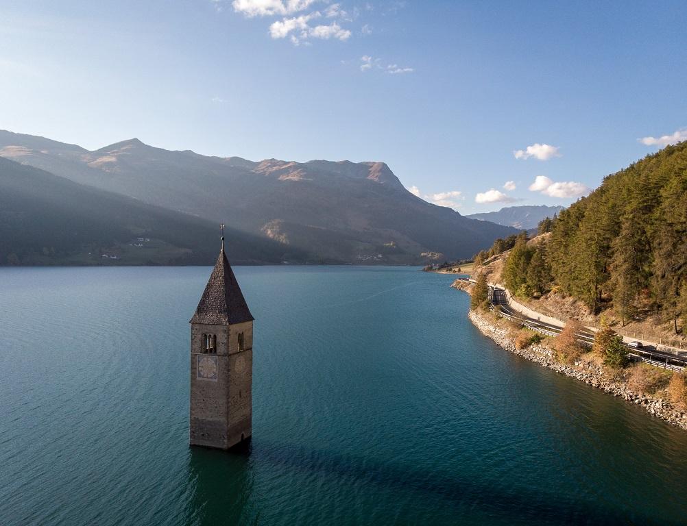 lago di resia tra i posti da vedere nel nord italia assolutamente