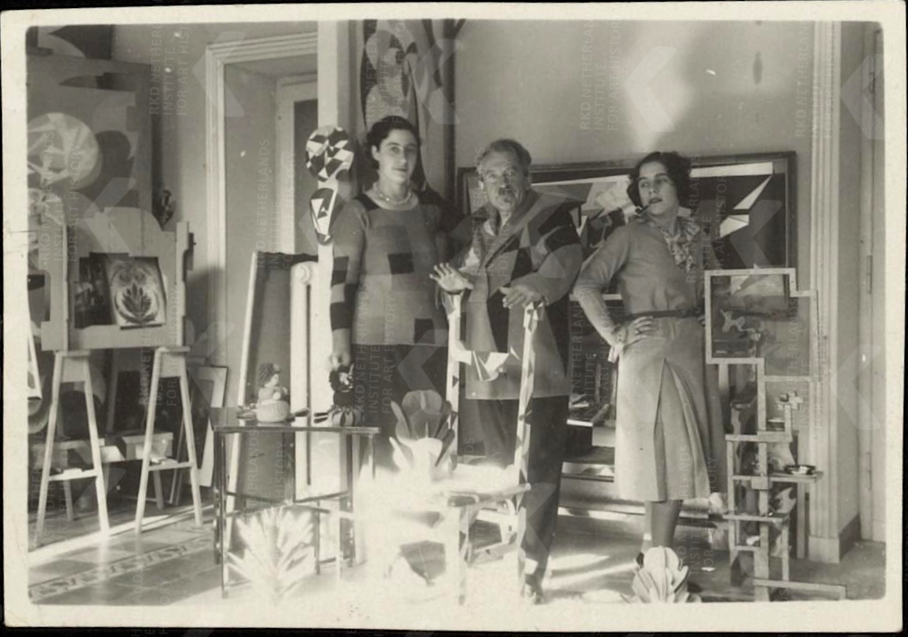 Giacomo Balla e le sue figlie, Roma 1932. Archive of Theo and Nelly van Doesburg © GIACOMO BALLA, by SIAE 2021