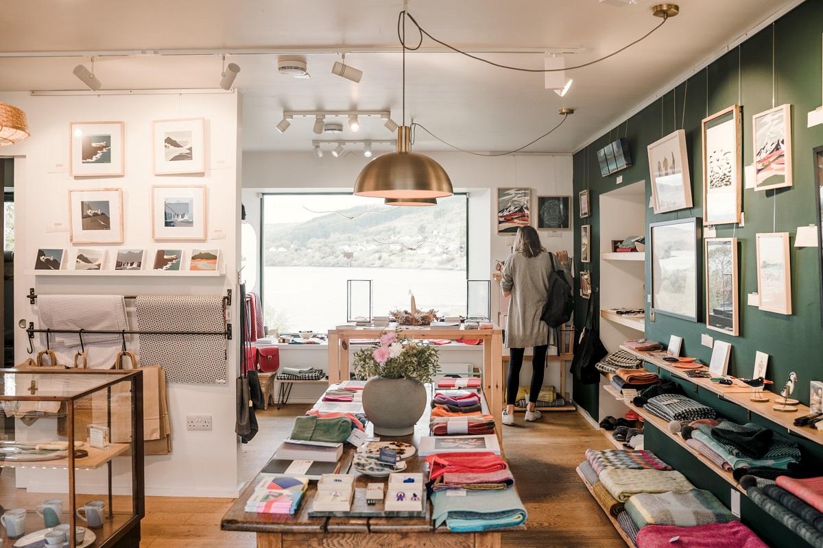 Foto di un negozio a Portree, Scozia. Tra le cose da fare a Skye in un Giorno