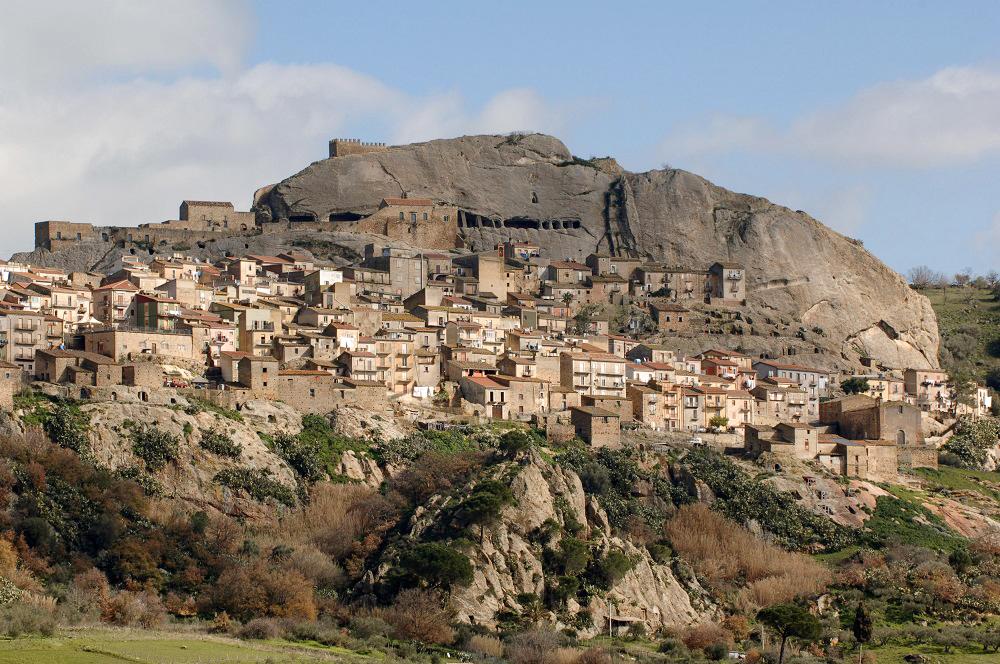 sperlinga, in Sicilia, tra i borghi italiani non conosciuti e bellissimi